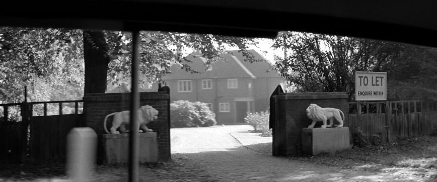 The Haunting, 1963, The house with the two stone lions guarding the gates